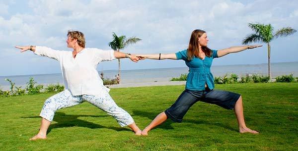 Yoguinis Gudrun y Katherine - Yoga Libre